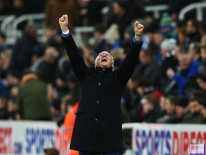 Claudio Ranieri: Like Forrest Gump, Leicester can run all the way to the title